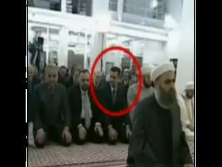 در نماز عید، بشار از شدت ترس زودتر از امام سلام می دهد