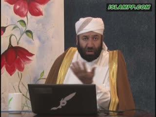 حکم خواندن سوره از روی قرآن در نماز.