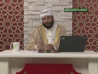 آیا هنگام گوش دادن به قرآن، زن باید روسری بر سر کند؟