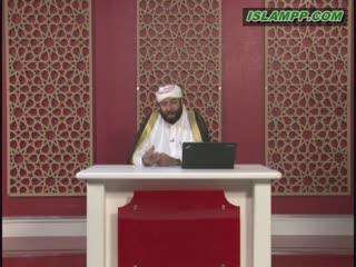 حکم گوش دادن به قرآن با لباس های داخلی