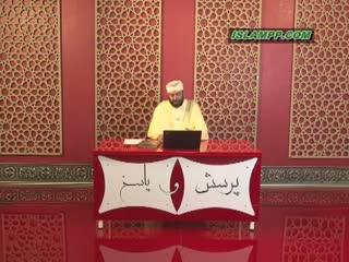 حکم نماز خواندن پشت سر امامی که عقاید خرافی دارد.