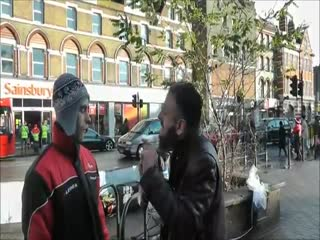 Christian Converts to Islam. Must See Ending -'Live' Street Dawah