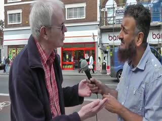 Amazing Conversion to Islam - Street Dawah‬‏‬