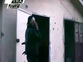 صوت اذان و دعا انقلابیون سوری در میان صدای گلوله در حلب
