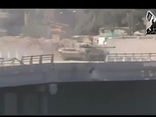 لحظه انفجار تانک ارتش اسد