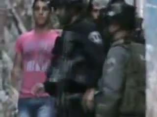 گریه نوجوان فلسطینی از دستگیری اش