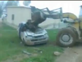 نظامیان اسد با اجساد مخالفان خود اینگونه برخورد می کنند و می سوزانند!