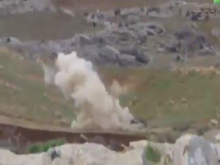 منفجر کردن خودروی نظامیان اسد و به همراه افرادش