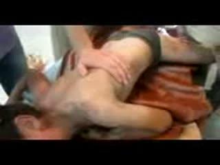 سوریه: طفلی که از گلوله ها صدمه دیده است،اما ذکر خدا را فراموش نمی کند